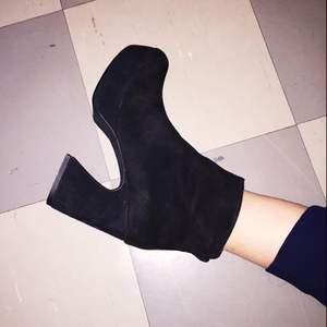 Boots från Vagabond Fall/Winter 2015, svart mocka, använda ett fåtal gånger.