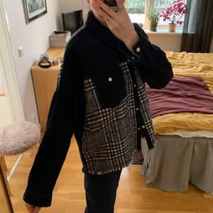 Jeansjacka med stickat rutmönster från Zara i strl S.  Använd 1-2 gånger.