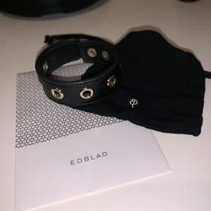 Säljer detta superfina fuskläderarmband från Edblad! Har så mycket smycken och tyvärr kommer detta inte till så mycket användning. Priset kan diskuteras! ❤️ Kan skicka fler bilder om det önskas!