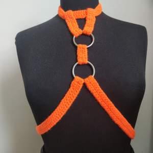 Virkad harness i egen design🍊🔥 kolla @lanaimean_ eller min profil för fler designer 🌿