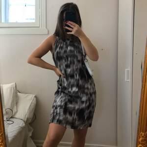 Superfin vintage-klänning i perfekt skick! Passar S-M. Köparen står för frakt (+40kr)💕