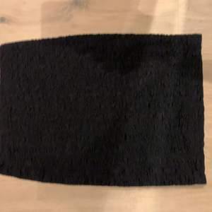 Ber om ursäkt för dålig bild, vanlig svart tubkjol med struktur