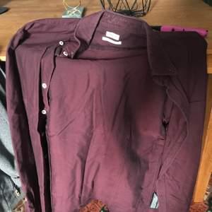 Skjorta från Filippa K storlek S färg vinröd