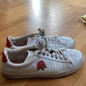 Snygga sneakers. Sköna och tåliga.
