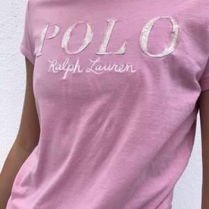 Säljer denna fina tröja från Ralph Lauren i strl xs. Fint skick