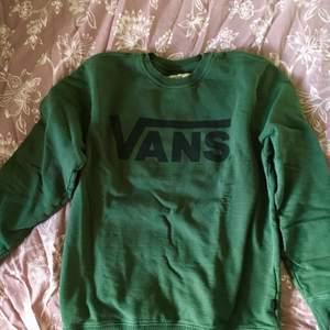 Nice tröja från Vans i grönt, strl L, skickar billigt eller spårbart.