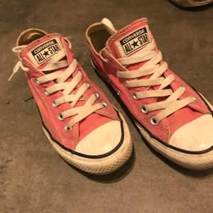 Allstar i fina använt skick storlek 38.       Helt nya skor endast provade storlek 38.          Nike Force, i fint knappt använda storlek 38          . Erbjuder leverans