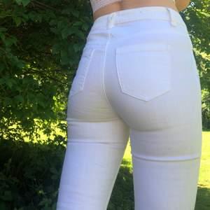 Vita jeans från vero moda i storlek 26/32 !! Endast testade!