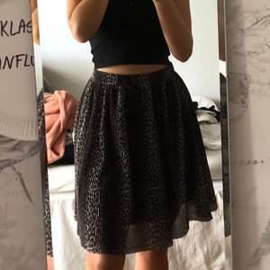 Söt plisserad kjol från Pieces💕 Storlek XS men passar även S💕 100kr