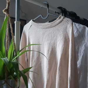 Stickad tröja från hm! Använd en del men är i fint skick.