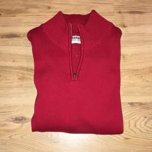 En riktigt snygg tröja från MQ Använd 3 gånger & säljer pga att ja tycker den är i slim passform. Möts upp i Sthlm vid intresse