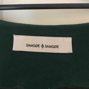 Jätte fin grön blus från samsoe samsoe! Sparsamt använd. Säljer då den inte kommer till användning🌷  250kr ink frakt