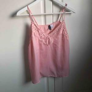 Fint rosa sommarminne från HM. Fint skick