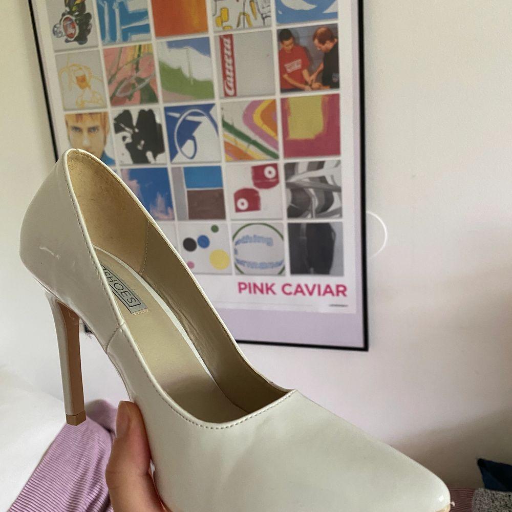 Suuuper fina lack-pumps från NELLY😍 aldrig använda pga för små i storleken (jag har 37,5)😪. Skor.