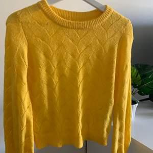 I mycket bra skick!⚡️ tröjan är luftig! Frakt ingår inte i priset.