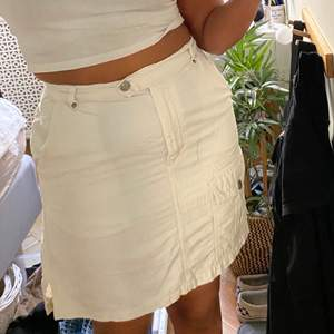 As snygg kjol från humana som är för liten😭😭 köptes för 200+ men är aldrig använd av mig. Passar S&M typ