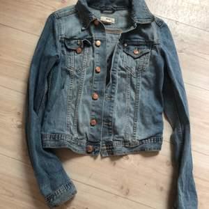 Snygg jeansjacka köpt på second hand. Frakt 63 kr 🧚♀️