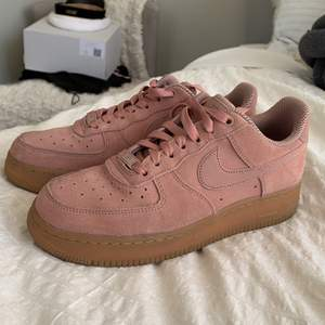 Nike pink suede airforce 1s, new!!! Bought for 1500 kr selling for 850. Perfect condition, meet in Stockholm or pay for shipping 💞