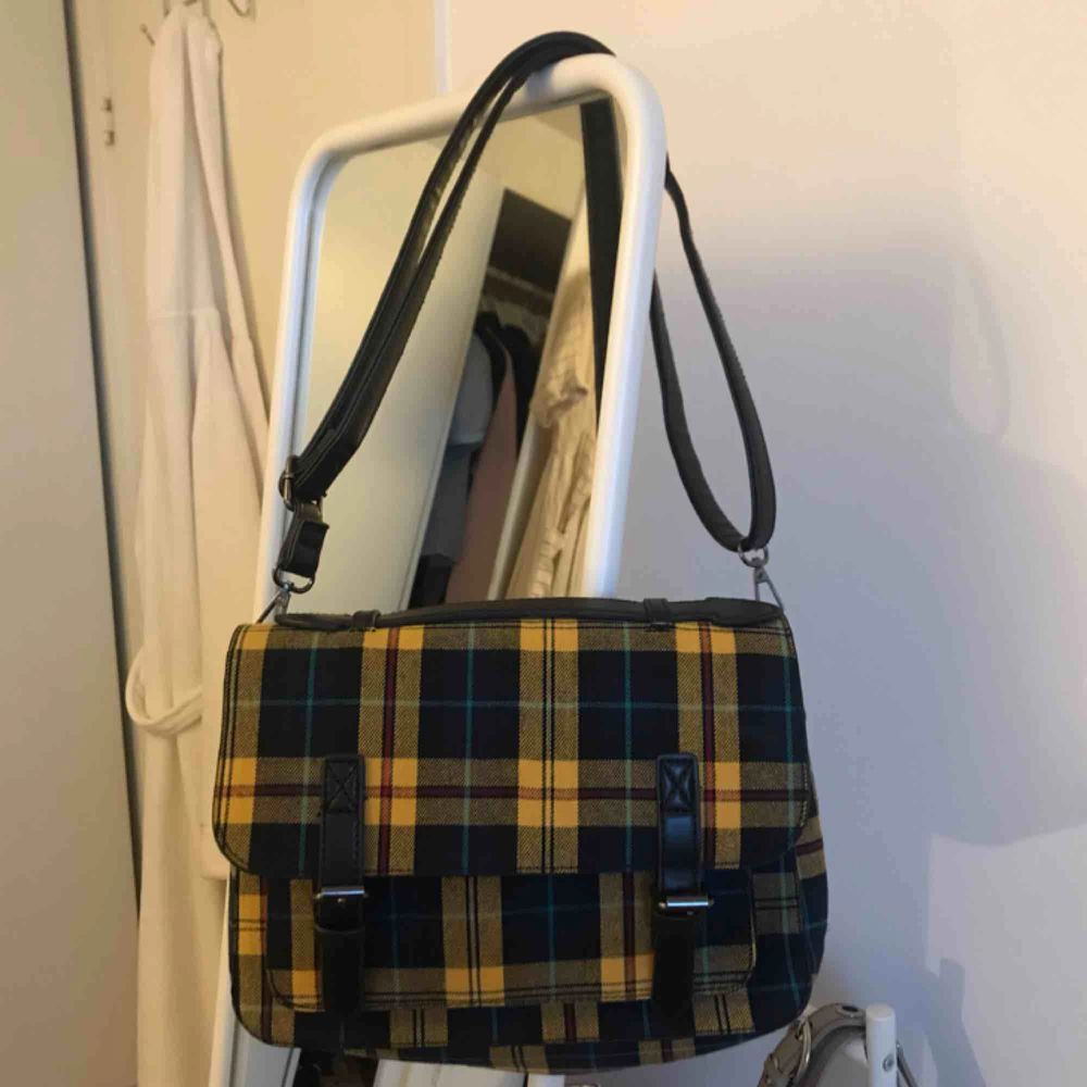 Väska från bershka! Möts upp i Stockholm, fraktar ej.. Väskor.