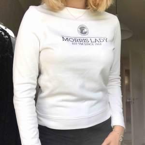 Vit college tröja från Morris Lady  Nypris: 1100 Kan mötas upp i Sundsvall annars stör köparen för frakt
