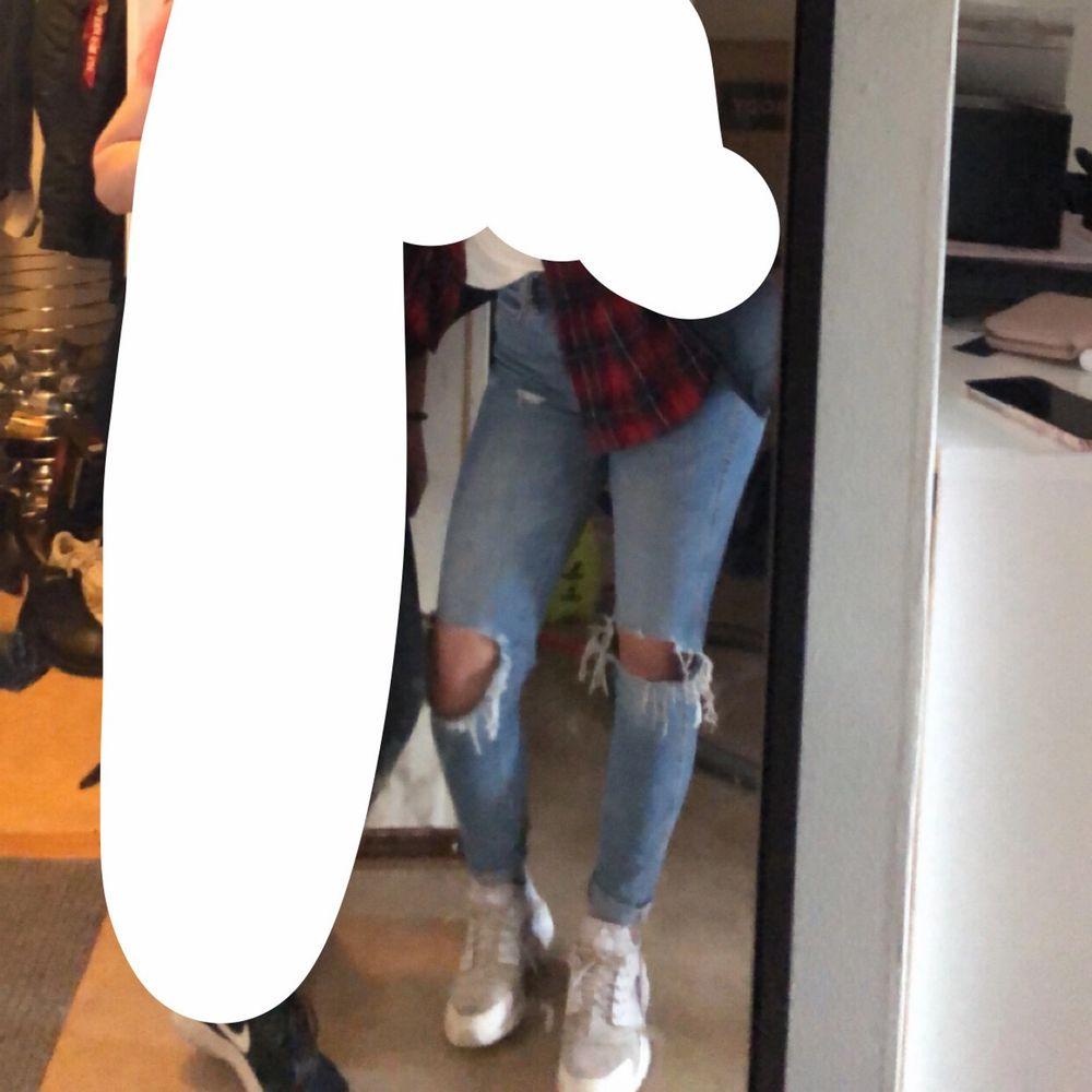 Säljer mina byxor från lager 157. Väl använda men väldigt bra skick! Priset står köparen för. Jeans & Byxor.