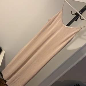 Himla fin klänning från Kappahl! Fint skick🌸