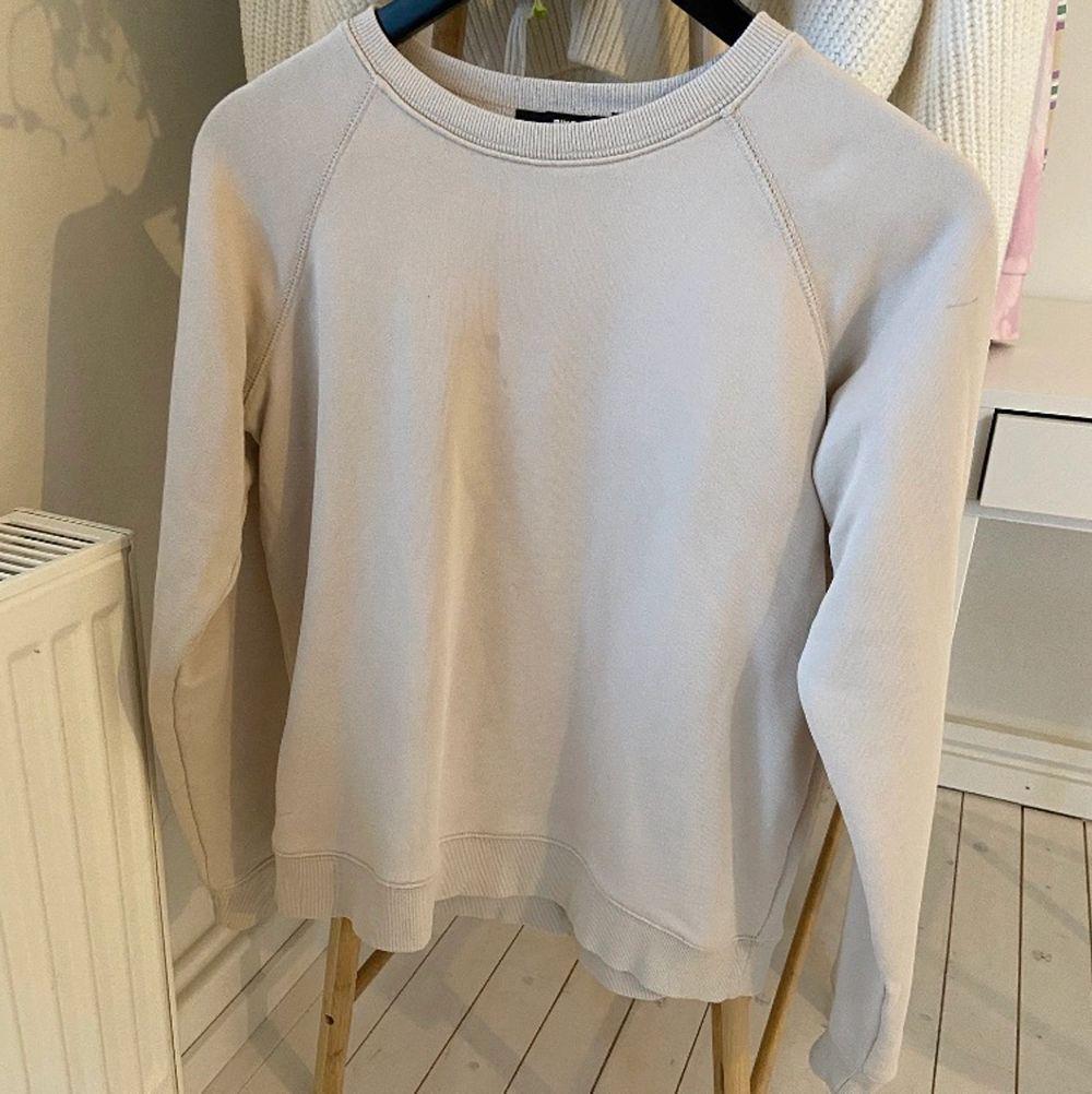 Beige tröja från bikbok . Tröjor & Koftor.