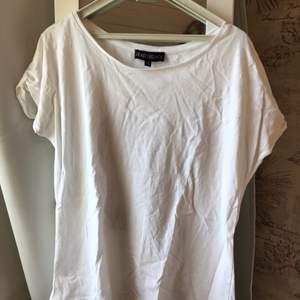 T-shirt från Dead Legacy, aldrig använd då den är för stor.
