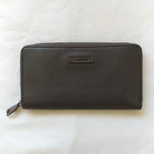 Plånbok DKNY, 10x19 cm