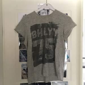 T-shirt i fint skick. Köpare står för frakt.