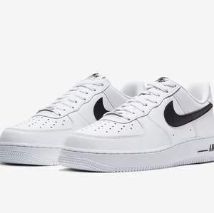 Söker Nike Air Force 1. Skriv gärna om du har ett par som du vill sälja. Det behöver inte vara exakt samma färg som på bilden. Pris kan diskuteras.💗😊
