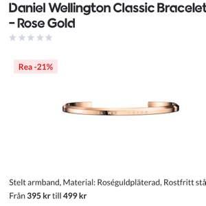 Rosé guld, aldrig använd köpte för 489kr helt oanvänd DANIEL WELLINGTON ROSÉ GULD ARMBAND😃.             BUDA!