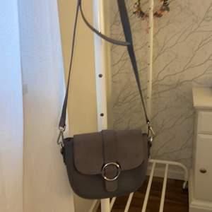 Grå väska använd 1 gång.