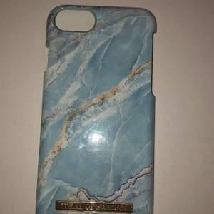 Detta skal passar till iPhone 6/7/8/SE. Jag köpte det för 300 kr och nu säljer jag det för 80 kr. Köparen står för frakten (22kr). KOLLA IN MIN PROFIL DÄR JAG SÄLJER FLER SKAL!
