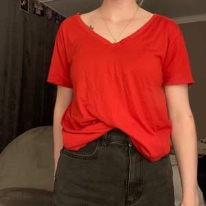 Röd T-shirt från rainbow stl 36/38 - small. Aldrig använd