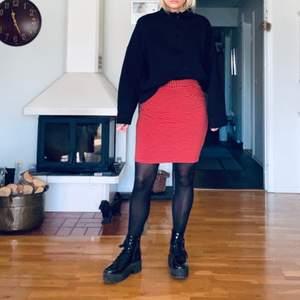 Randig kjol i färgerna marinblå och röd från Holly & Whyte, Lindex. Använd några gånger men i jättefint skick. GRATIS FRAKT 🦋