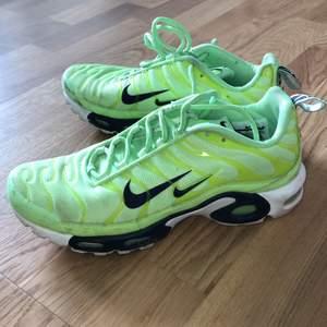 Varsamt använda Nike Air Max Plus. Köpta för 1450kr på FootLocker. Exklusive frakt 🤩