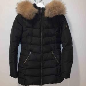 Säljer min Rock and blue jacka eftersom att jag köpt en ny vinterjacka. Bra skick inte trasig någonstans. Äkta päls. Ord. Pris: 4000kr