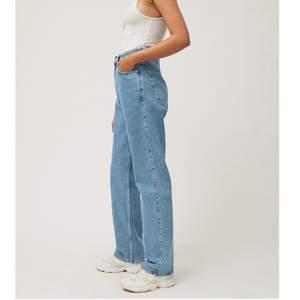 Snygga weekday jeans i modellen rowe. Säljer då dem inte sitter bra på mig längre. Priset går att diskutera. Frakt tillkommer💕
