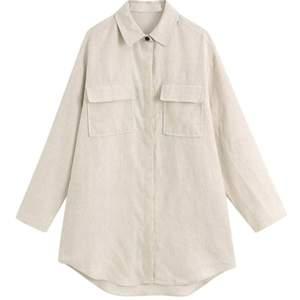 ⚡️Säljer denna ursnygga beiga oversize skjortan med två fickor från Shein⚡️ Ska vara en S, men skulle mer säga L🤪  nypris: 229kr