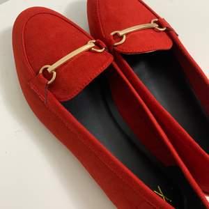 Snygga skor från dinsko, köpt för 199 säljs för 120kr. Helt nya och aldrig använda.