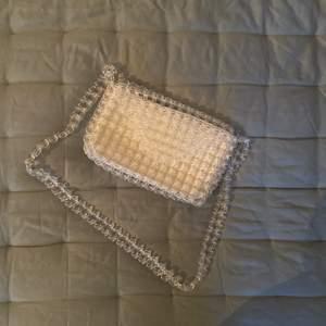 Väska från Zara som blivit använd cirka tre gånger! Frakt: 63kr