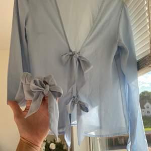 En helt ny tröja så aldrig använd,  i storlek 36.  🙂 300kr med frakten
