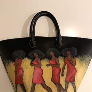 Säljer den här väskan jag själv har målat på!