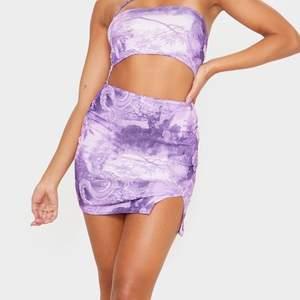 En lilac cut out klänning från PrettyLittleThing i perfekt skick. Endast använd 1 gång.