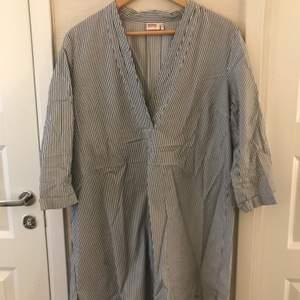 Fin klänning med trekvarts ärm