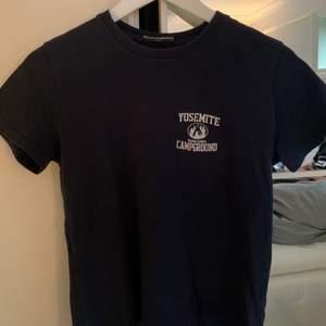 Cool mörkblå T-shirt från brandy Melville💜💜  frakt tillkommer