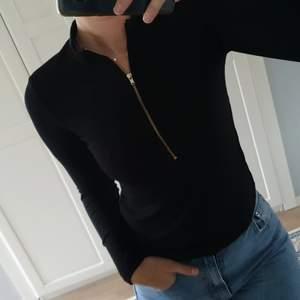 Fin tröja! Aldrig använd endast provat. Storlek M, men små i storleken så passar xs-s med!
