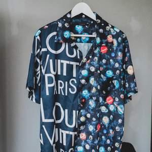 Louis Vuitton replika silkeskjorta. Superskönt och hur snygg som helst, men kommer tyvärr inte till användning lika ofta längre.