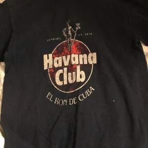 Skit cool Havana Club oversized tee i strl S. Skriv om du vill ha bättre bilder på plagget, tex passform på kroppen osv!